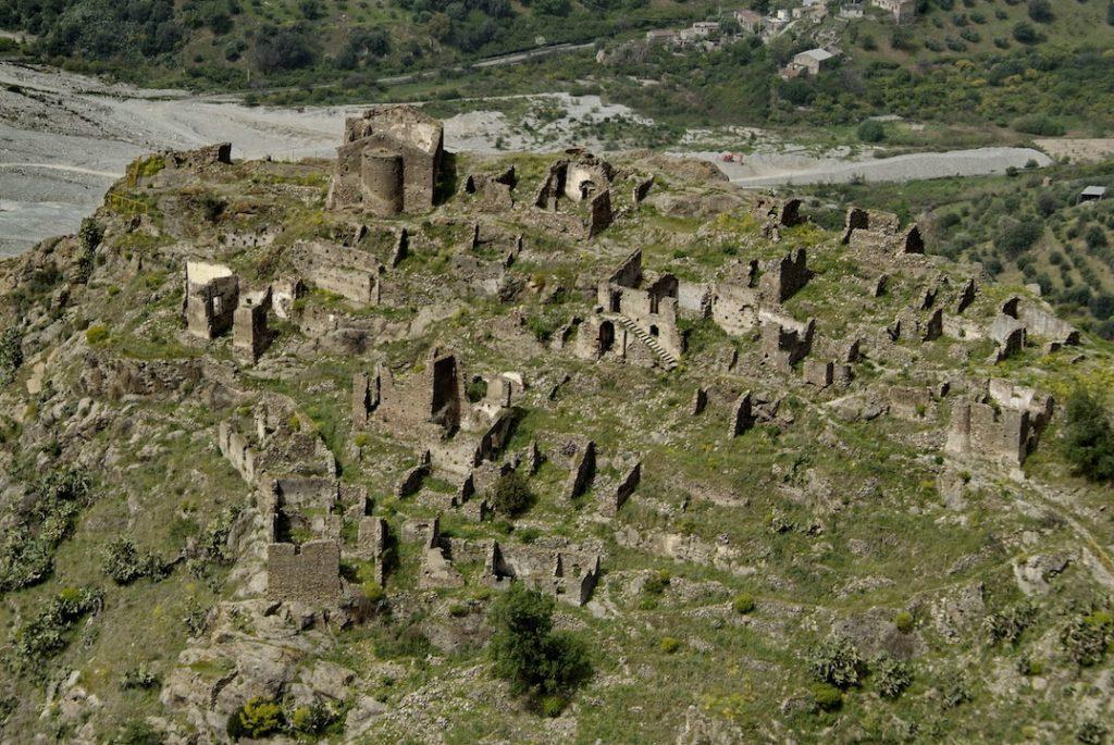 ghost town in Calabria, Amendolea