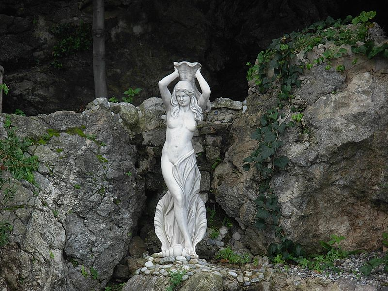 siren statue